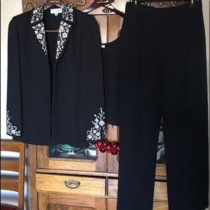 St John Pant suit